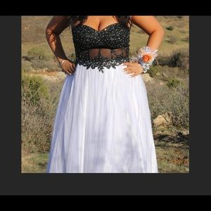 Dresses & Skirts - Beautiful Prom dress!